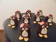 Zoete traktatie pinguïn zoenen