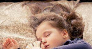 Zo veel slaap heeft je kind echt nodig
