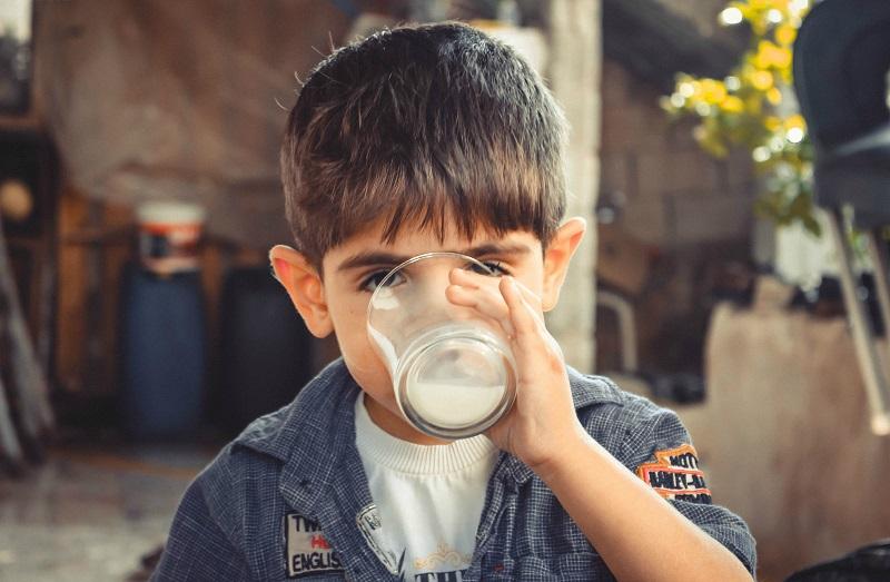10 Fabels die onze ouders ons geleerd hebben melk drinken