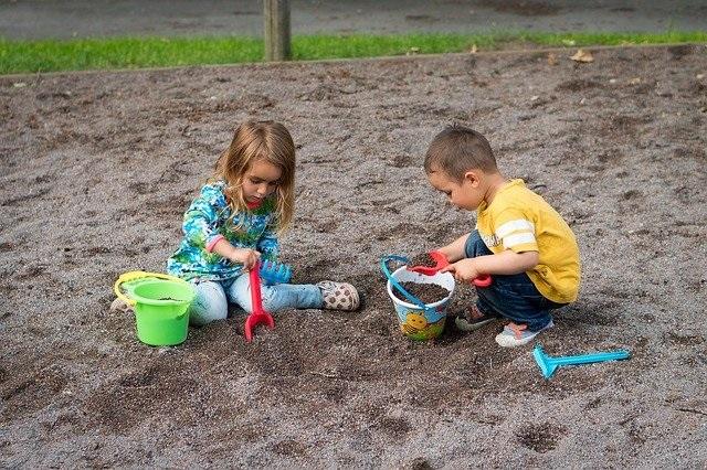 10 Tips om de weerstand van je kind te verhogen nu de scholen weer open zijn buiten spelen