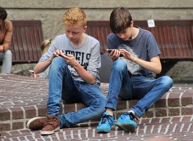 Bewegen en sporten voor kinderen op een leuke manier telefoon