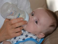 Babyflessen glas of plastic wat is beter