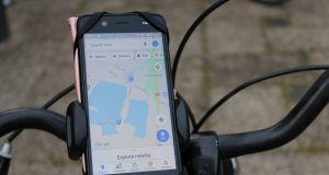 Veilig fietsen met een telefoon telefoonhouder