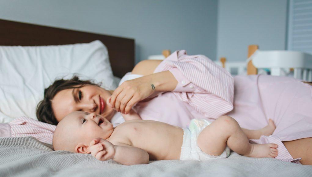 Met deze tips kun je veilig slapen met je baby