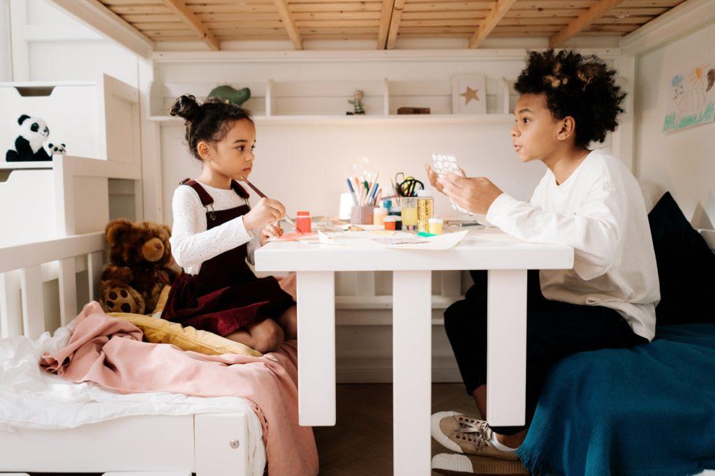 14 Tips voor het inrichten van een kleine kinderkamer hoogslaper