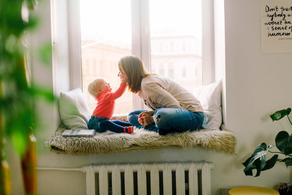 14 Tips voor het inrichten van een kleine kinderkamer vensterbank