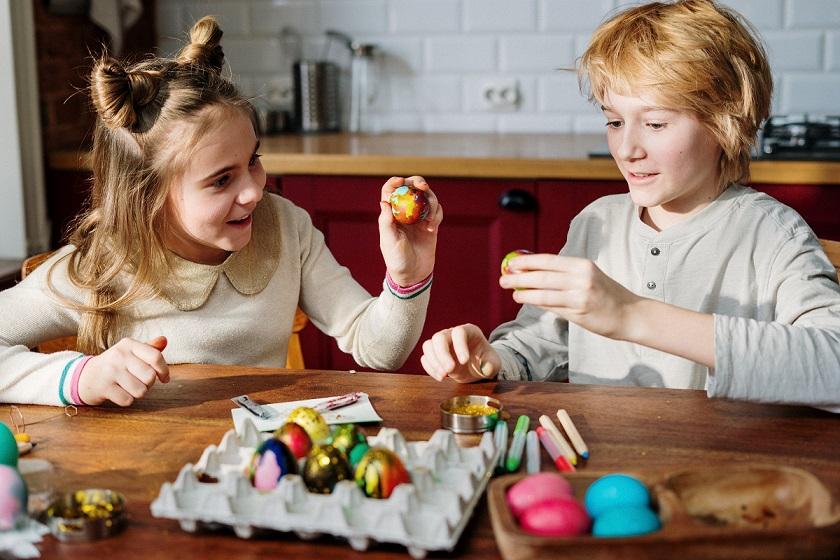 10 Leuke activiteiten voor Pasen paaseieren schilderen