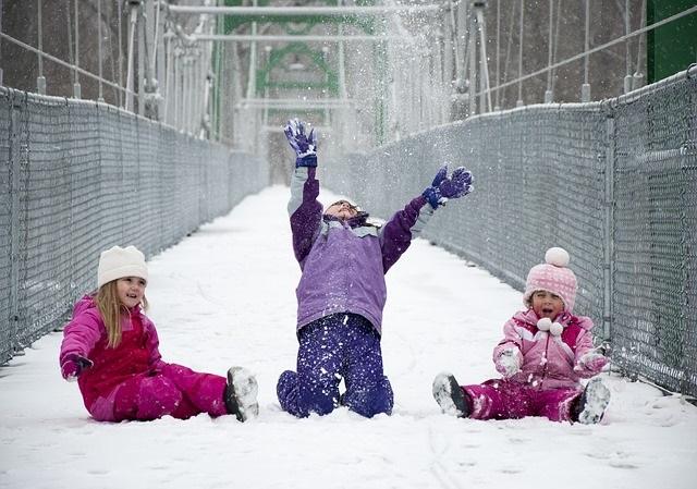 De leukste activiteiten en spelletjes in de sneeuw spelen