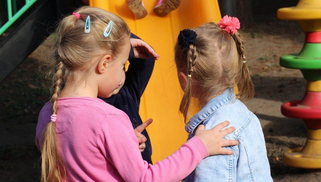 Zo help je jouw kind vrienden maken