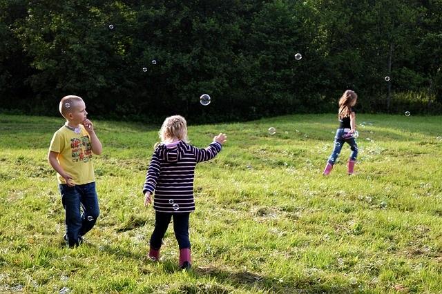Zo help je jouw kind vrienden maken spelen