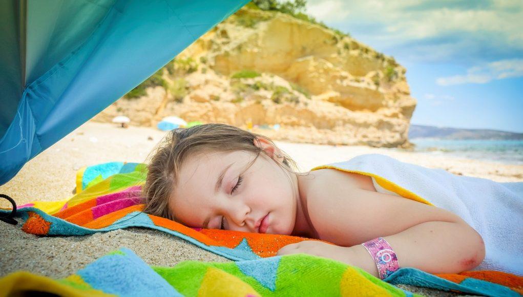 Slapen op vakantie wordt met deze tips en trucs een succes