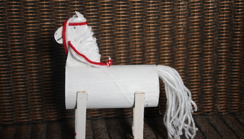 Sinterklaas knutselen het paard van Sinterklaas